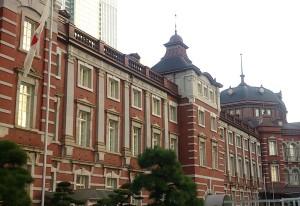 東京駅斜め前