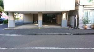 a 駐車場